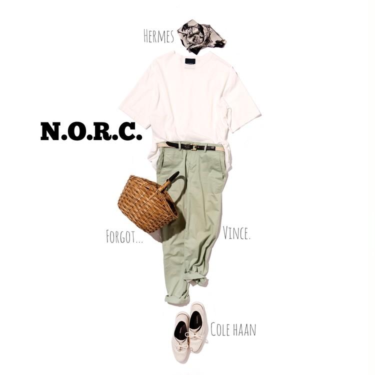 ノークの白Tシャツの着こなし
