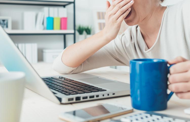 生理前に眠くてたまらない…これって病気?治療できるの?