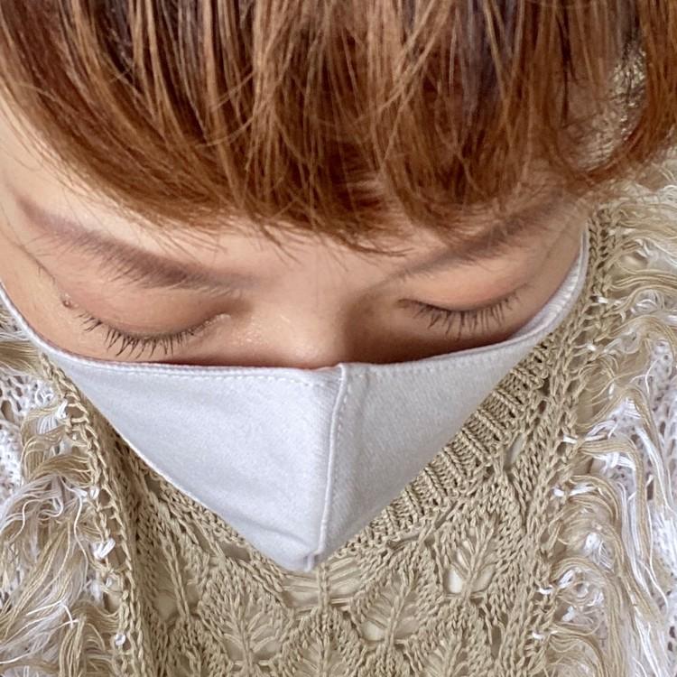 フェミニンなデザインの接触涼感マスク