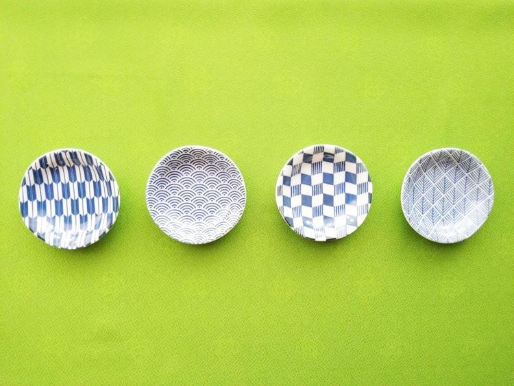 4つ並べた美濃焼の豆皿