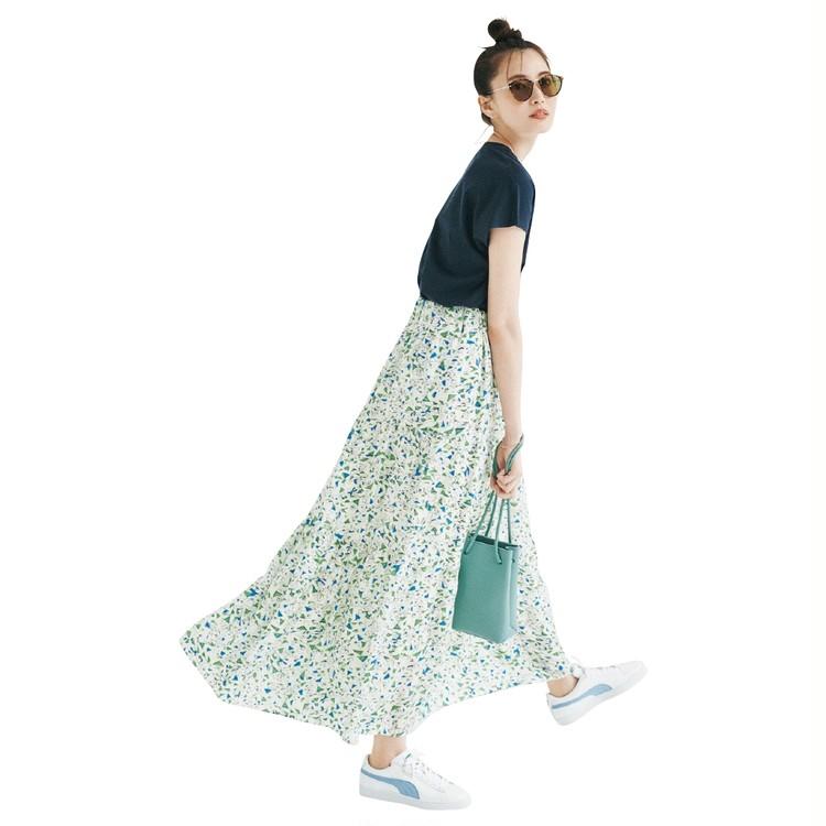 月曜日は、鮮やかなプリントスカートでTシャツコーデを華やか仕上げ【30代今日のコーデ】