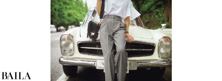 フレア袖×マニッシュなパンツのバランスが気分。