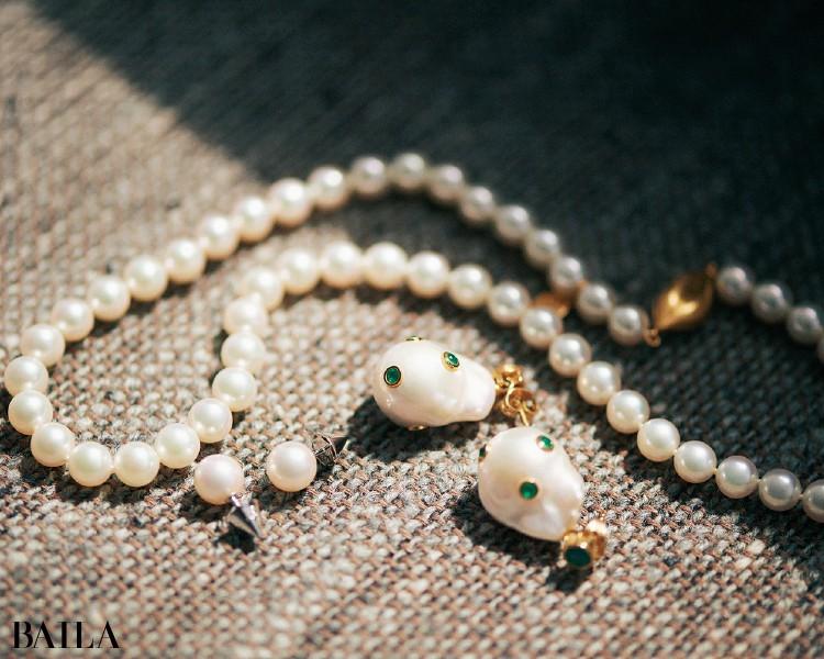 タサキのネックレスとイヤリング、セリーヌのイヤリング