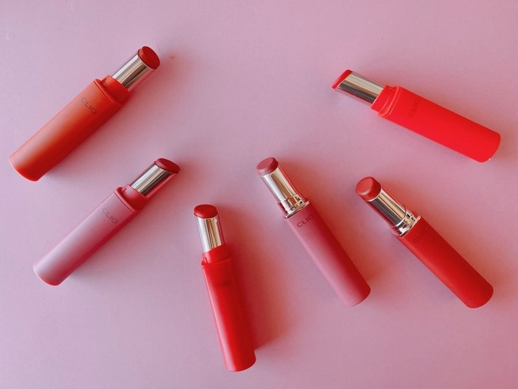 クリオのマッドマットステインリップ 05 MAD ON RED(レッドオンレッド)、08 PUMPKIN MOMENT(パンプキンモーメント)、14 MOCHA BUN(モカバーン)、04 ROSE HAZE(ローズヘイズ)、06 RED MADE(レッドメイド)、13 MOLTEN PINK(モルテンピンク)がおすすめ