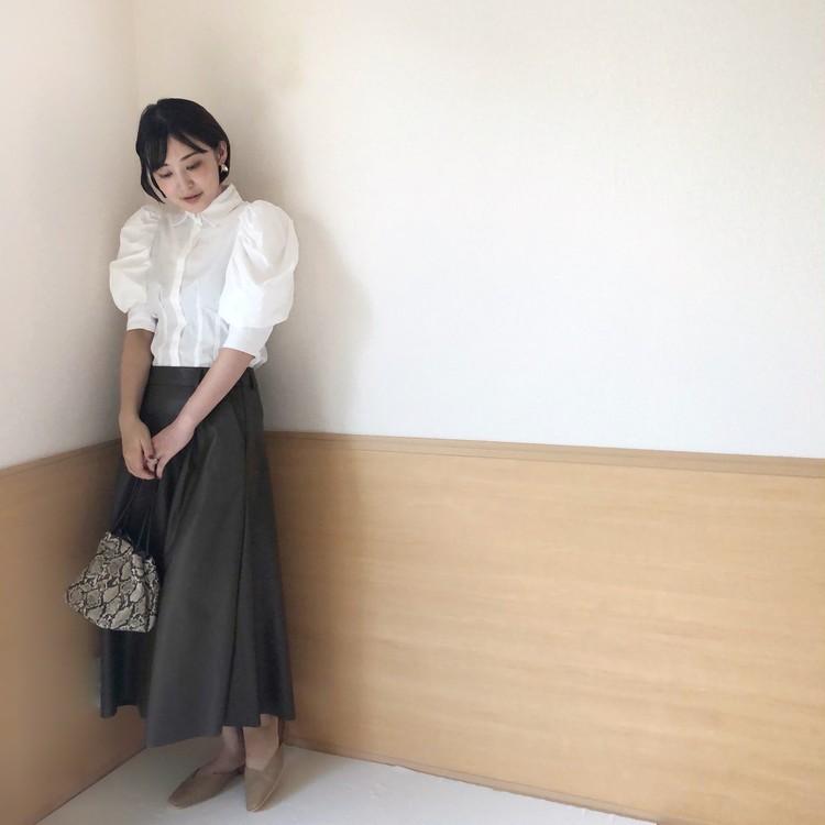 秋のマストアイテム♡GUフェイクレザースカート×白シャツ〈ブラウンコーデ〉_3