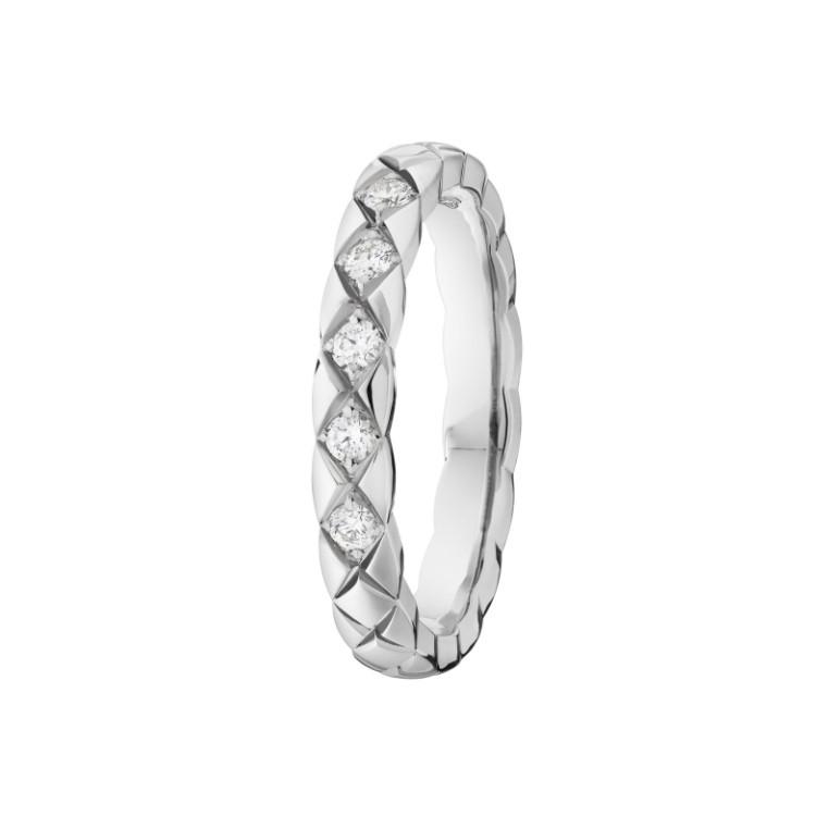 「ココ クラッシュ」 マリッジリング(PT×ダイヤモンド)¥227,000/シャネル