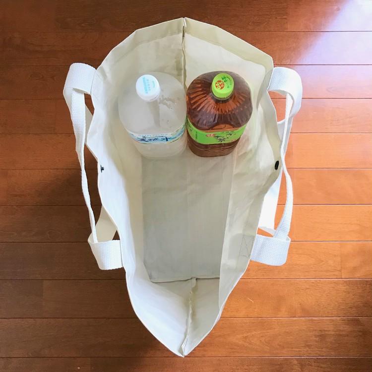 軽く丈夫で雨にも強い、無印良品のポリエチレンシート・トートバッグ(¥499)大容量2
