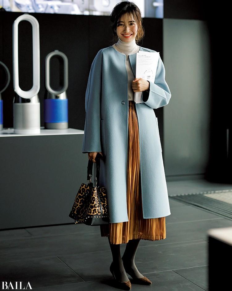 淡いブルーのコート