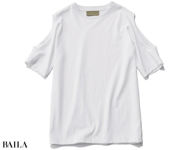 シンプルに着てこそ、洒落感が際立つデザインTシャツ。色はあくまでベーシックなものが大人向き。