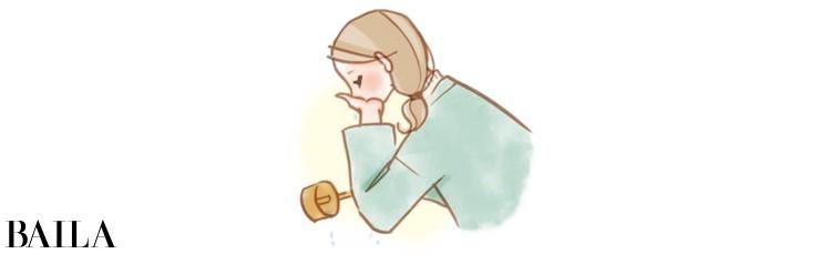 3 柄杓を右手で持ち、左手で水を受け、口をすすぐ