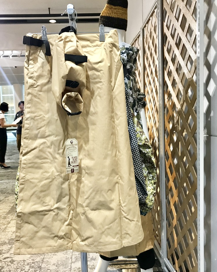 ⑤ レインラップスカート¥2900/ワークマン