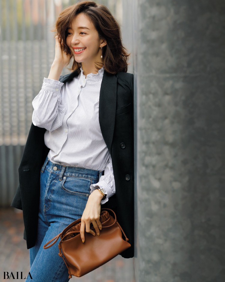 フリルストライプシャツコーデの松島 花