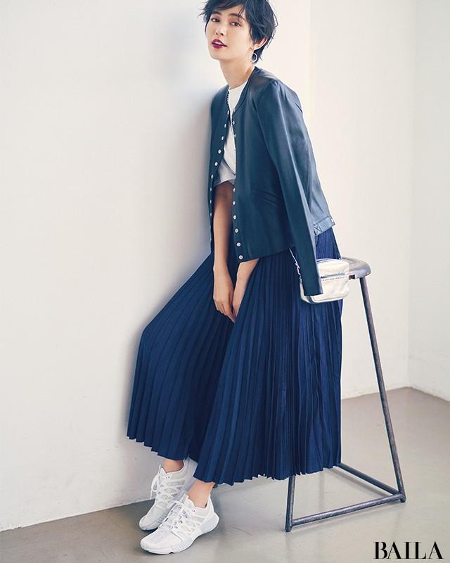 今、圧倒的に大人可愛い♡【ハイテクスニーカー×スカート】の意外コーデ8選_1_8