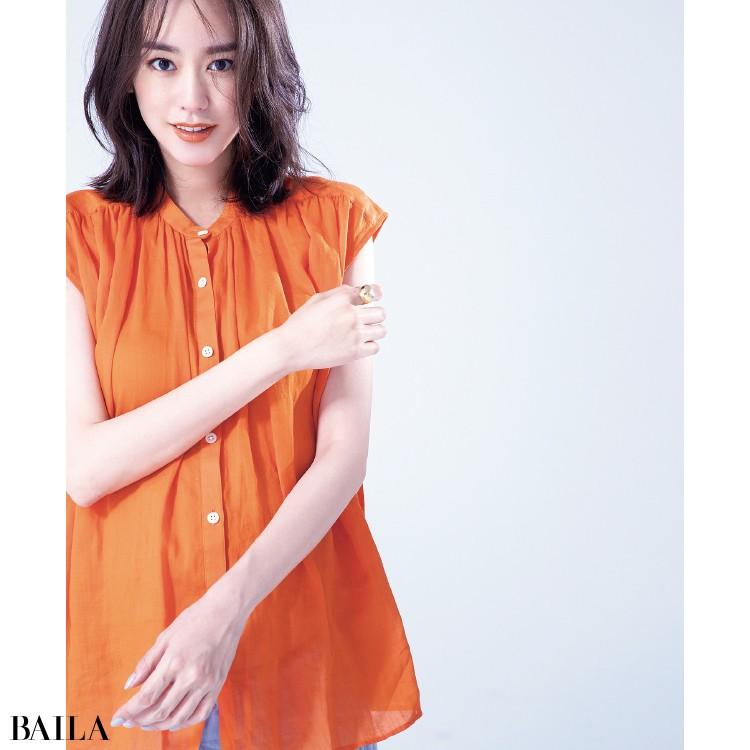 カラーシャツコーデの桐谷美玲