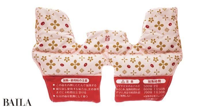 レンジでチンすると中の小豆の熱がじんわり届く。あ ずきのチカラ 首肩用 ¥1650/小林製薬