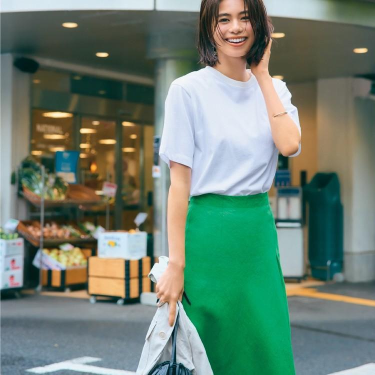 火曜日は、白Tときれい色スカートでラクして女っぽく!【30代今日のコーデ】