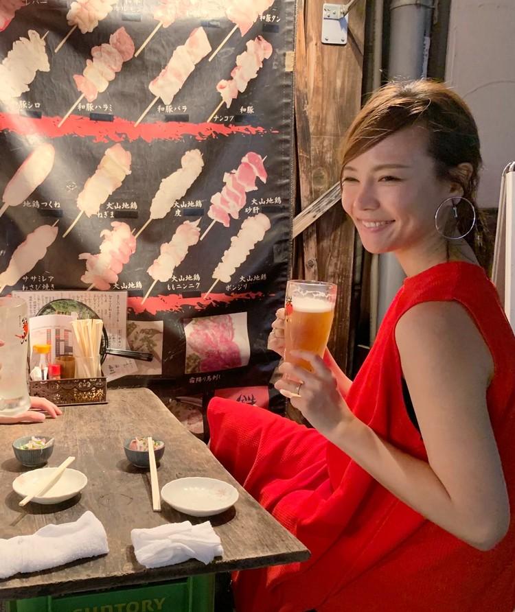 赤提灯デートは、真っ赤なワンピコーデでアクティブに♡_2