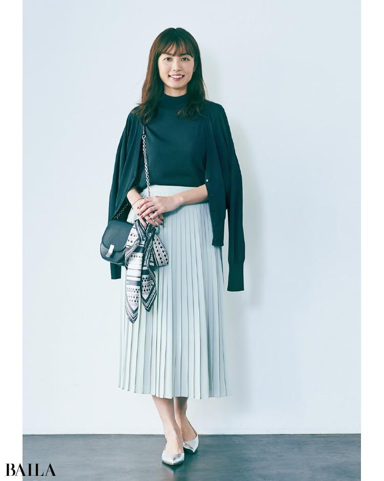 きれい色プリーツスカートの着こなし