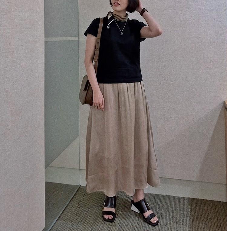【ON&OFFコーデ】ベージュロングスカートの着回し_3