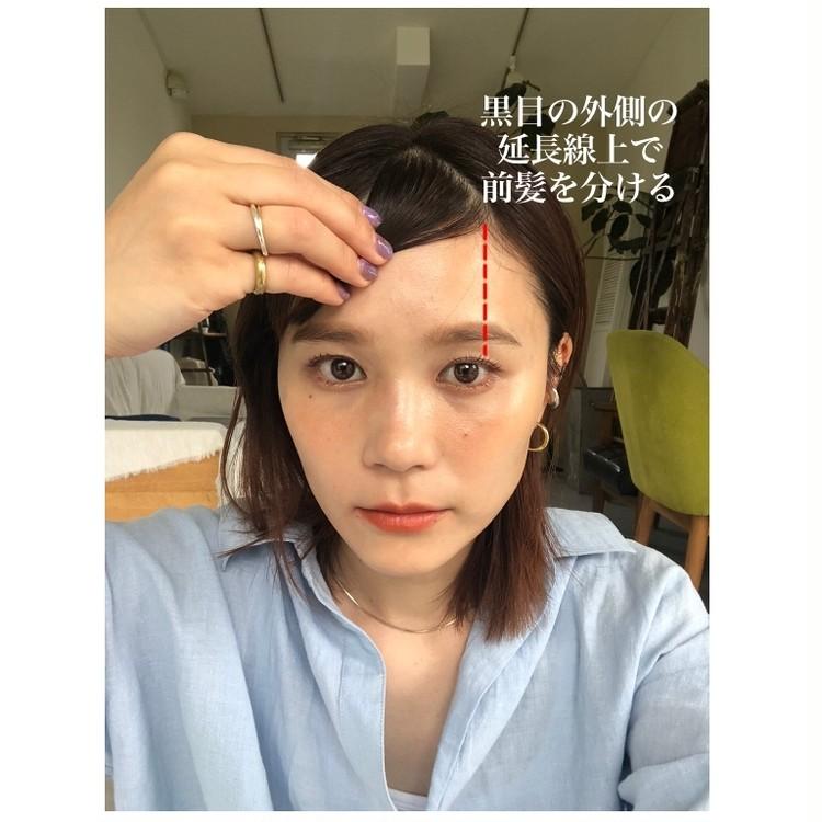 STEP3/前髪は黒目の外側を目安に分け取る