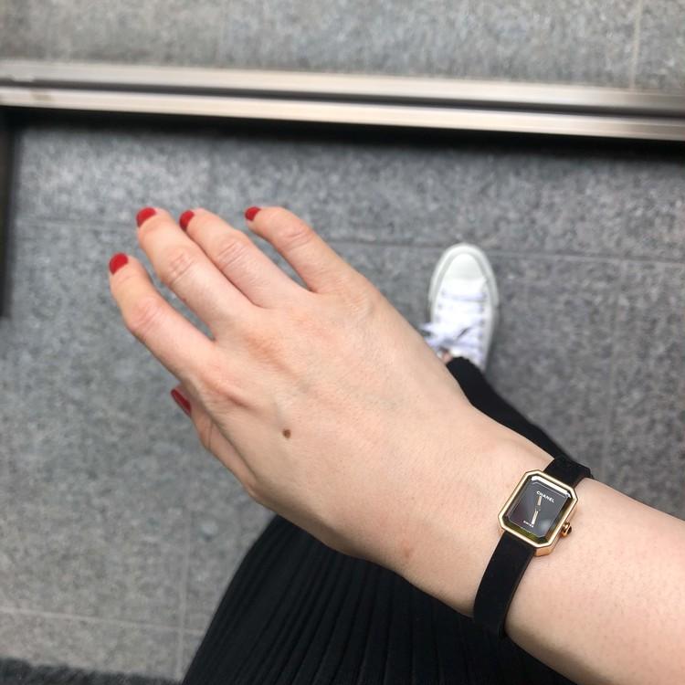 【エディターのおうち私物#41】大人カジュアルに似合うシャネルの名品時計「プルミエール ヴェルヴェット」_2