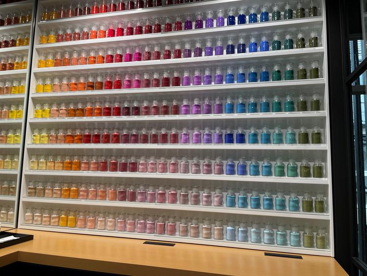 自分だけの色づくりを楽しめる「色」の部屋。