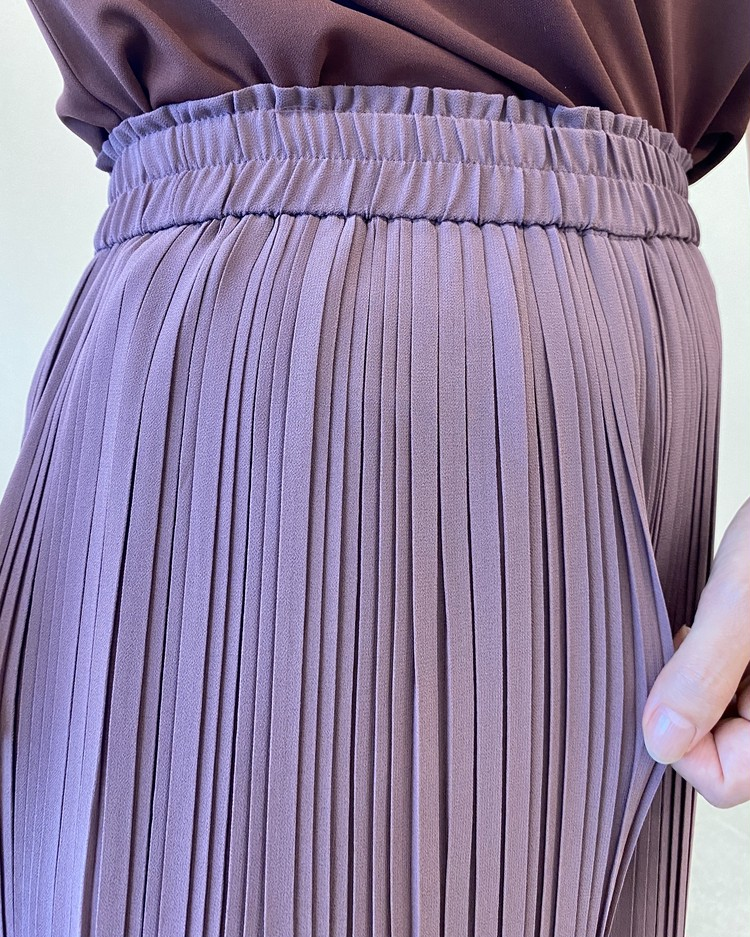【ユニクロ(UNIQLO)のプリーツパンツ&スカート】洗えるプリーツ 2020秋冬新作 シフォンプリーツスカートパンツ プリーツ拡大画像