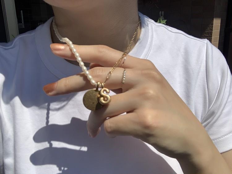 【ZARA】パールのイニシャルネックレスが可愛い_3