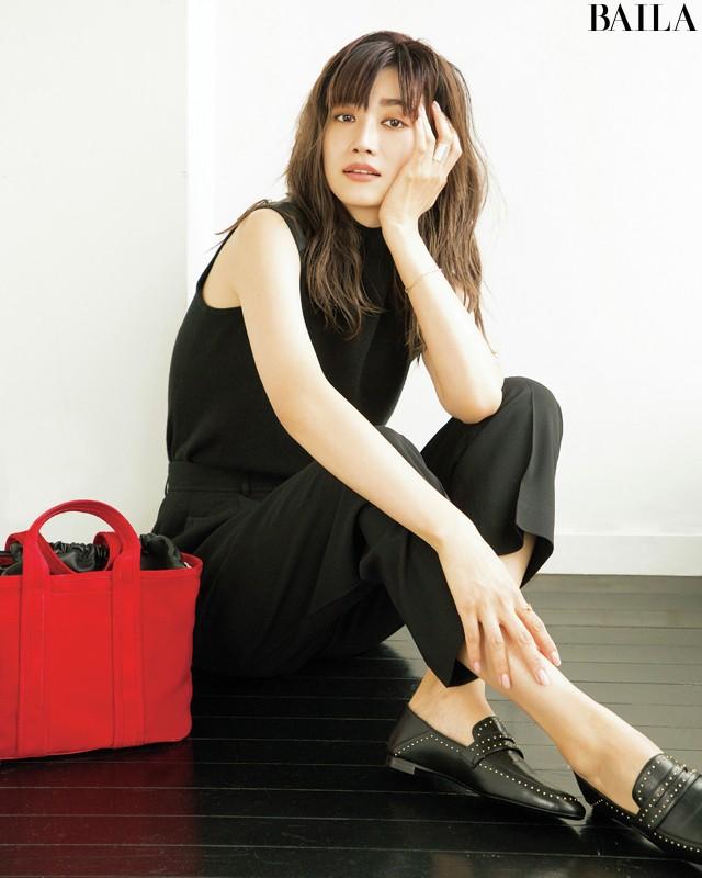 脱地味&シンプル&マンネリ! 30代美女【極上の黒コーデ】30選_1_9