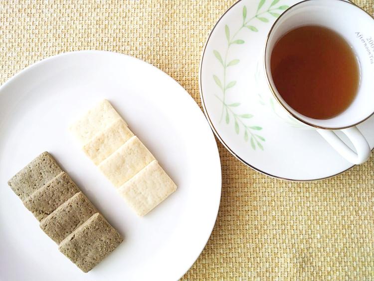 紅茶とプレーンサブレとほうじ茶サブレ