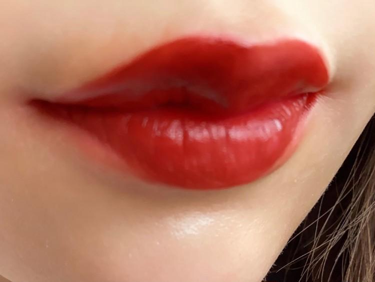 BLドラマ「2gether」のブライトとウィンがモデルとして起用されているタイの有名コスメブランド「Cathy Doll」(キャシードール)の「リップアンドチーク ヌードマットティント ♯12 VINTAGE RED」を実際に唇に塗って、試してみた