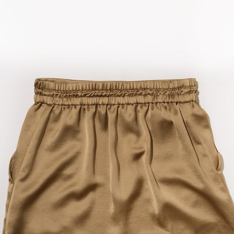 アンクレイヴのヴィンテージサテンスカートの後ろ部分