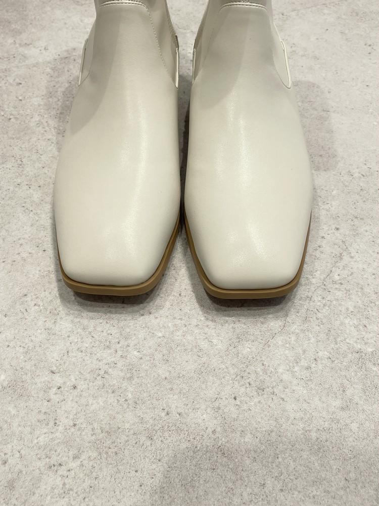 【GU】白ブーツはスクエアトウ