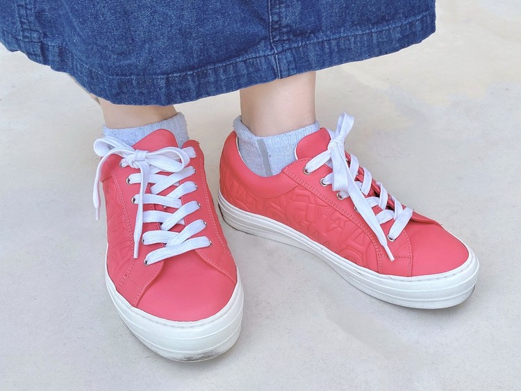 アラサーの履くピンク♡Ferragamoスニーカー_4
