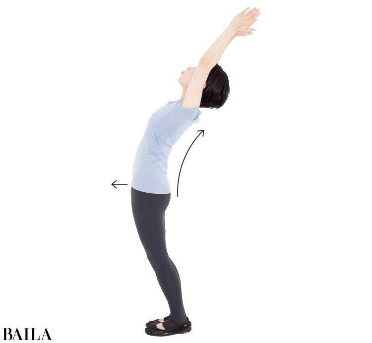 2 まっすぐの姿勢のまま後ろに屈伸させる