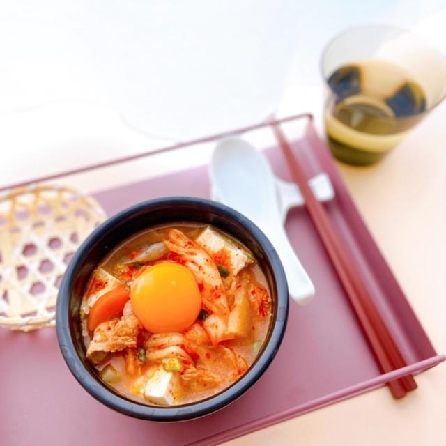 【セブン-イレブン】アレンジレシピ2.ほんのり辛さをトッピング♡豚汁リメイクの豆腐スンドゥブチゲ【所要時間:10分以内】