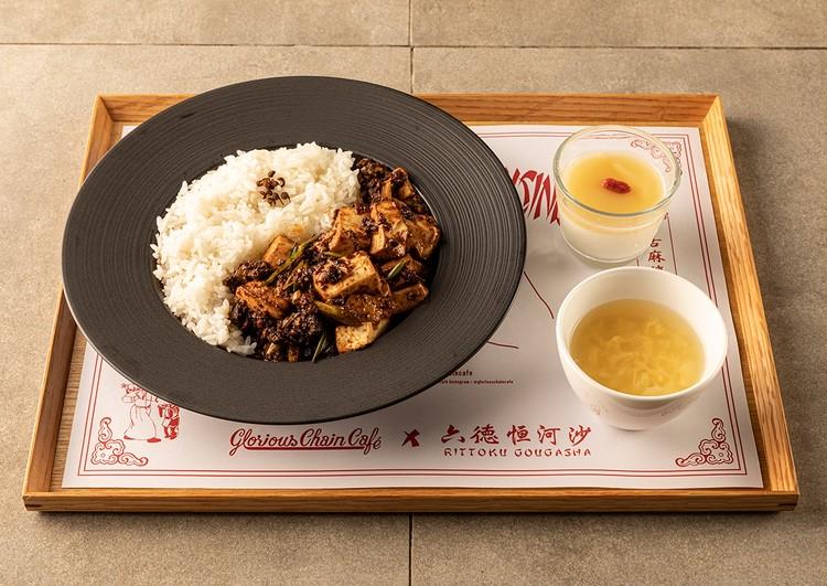 たまごスープと、杏仁豆腐のブランマンジェ〜桃のピューレ〜もセットに 牛舌麻婆豆腐 ¥1180(税込)