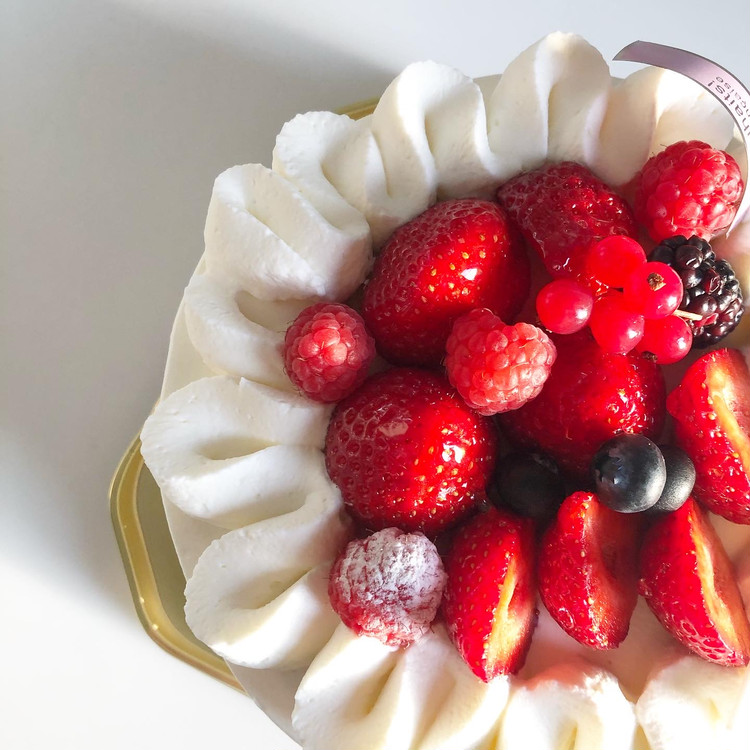 誕生日ケーキはa tes souhaits!のホールケーキ♡_2