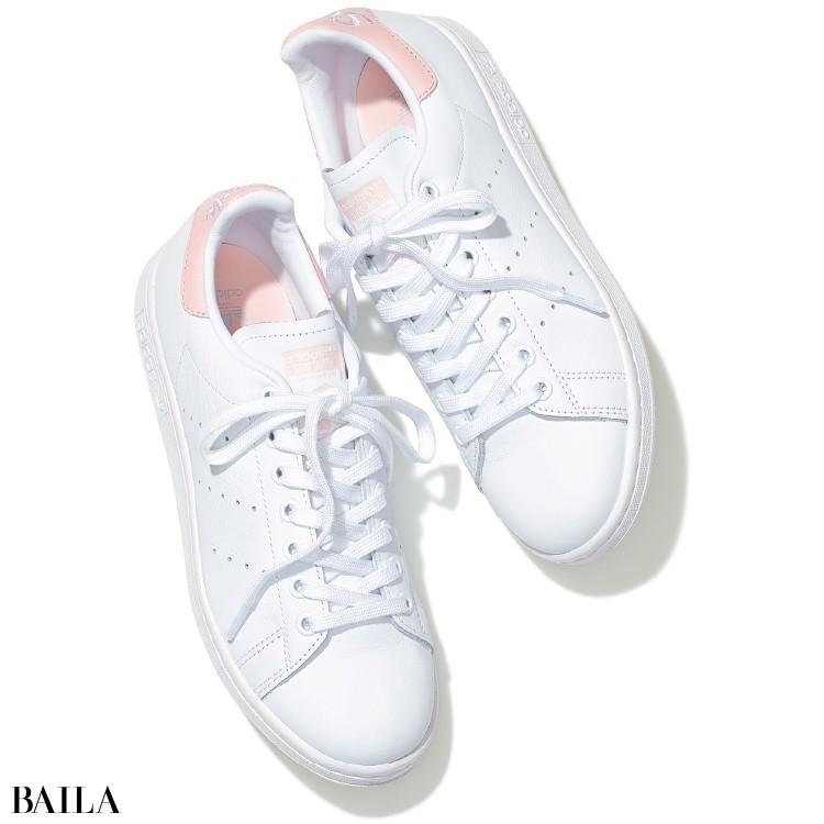 adidas《アディダス》の白スニーカー