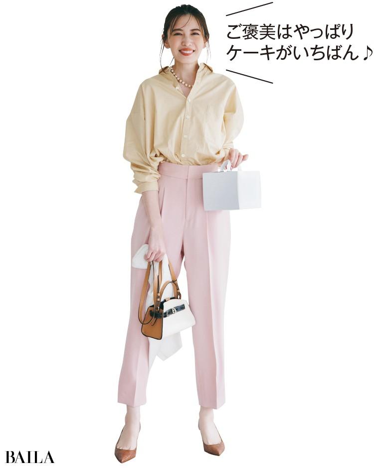 明るい配色のパンツコーデの宮田聡子