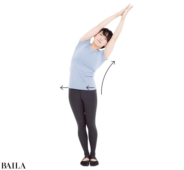 まっすぐの姿勢のまま側面を屈伸させる