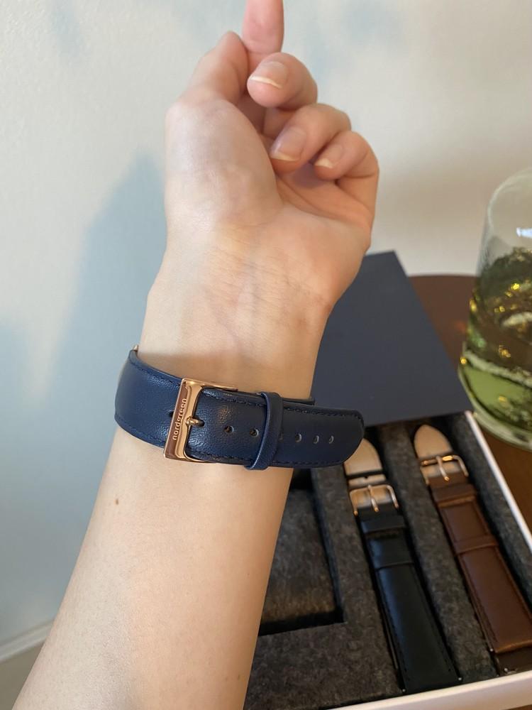 北欧スタイルのミニマルな腕時計_4