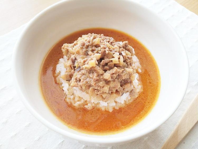 丼に入れた胡麻味噌担々スープ