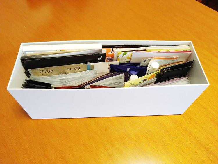 小物を収納したファイルボックス