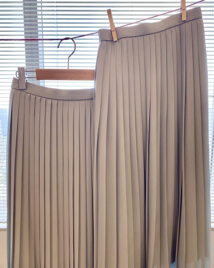 【ユニクロ(UNIQLO)のプリーツパンツ&スカート】洗えるプリーツスカート 新品と洗濯50回後スカートの比較画像