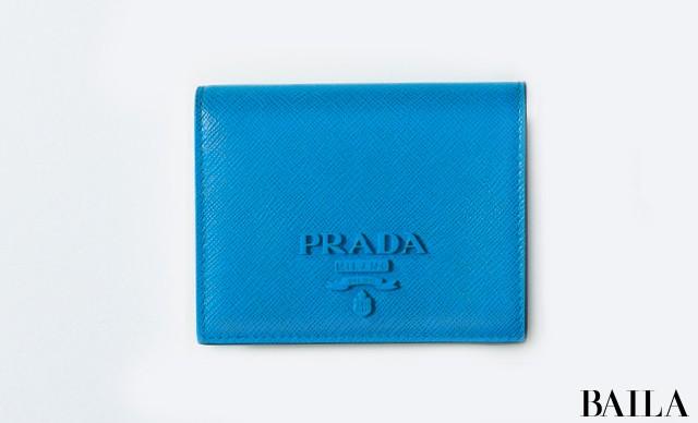 【PRADA】夏に最適なブルーの小物がトップメゾンから登場! スモールレザーグッズ⑥_2