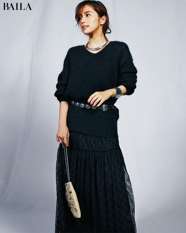 【+1アイデア】で定番「黒ニット」を女っぽく着る6の方法_1_7