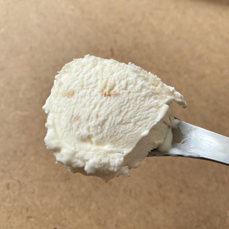 【セブン-イレブン × ミスターチーズケーキ(Mr.CHEESECAKE)】コラボアイスが超話題、カップ&ワッフルコーンの2種類が登場 「ミスターチーズケーキアイスクリーム」(税込¥291)