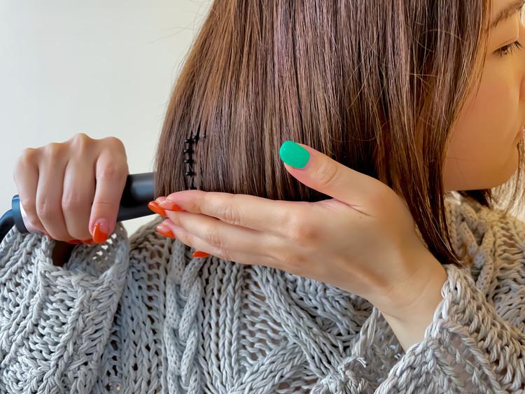しっかり髪をキャッチする交互配置構造のブラシ。