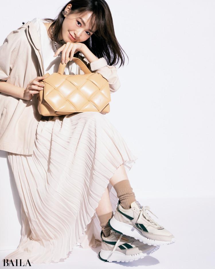 ボッテガ・ヴェネタのバッグ「トップハンドルバッグ」コーデの桐谷美玲